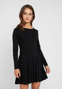 Missguided Petite - LONG SLEVE SCOOP BACK SKATER DRESS 2 PACK - Jersey dress - black/nude/white - 2