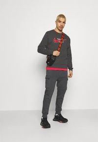 Nike Sportswear - COURT CREW - Sweatshirt - anthracite - 1
