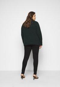 Selected Femme Curve - SLFLIA V NECK - Jumper - scarab - 2