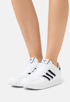 SPECIAL - Sneakers basse - footwear white/core black
