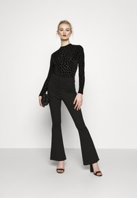 Never Fully Dressed - FLOCKED GIRAFFE PRINT BODYSUIT - Top sdlouhým rukávem - black - 1