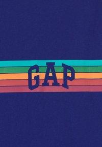 GAP - T-shirt con stampa - capital blue - 2
