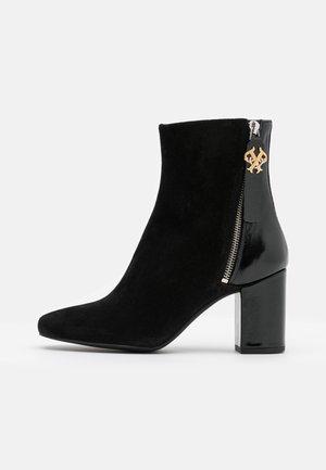 GIULLIET TRONCHETTO - Classic ankle boots - nero limousine