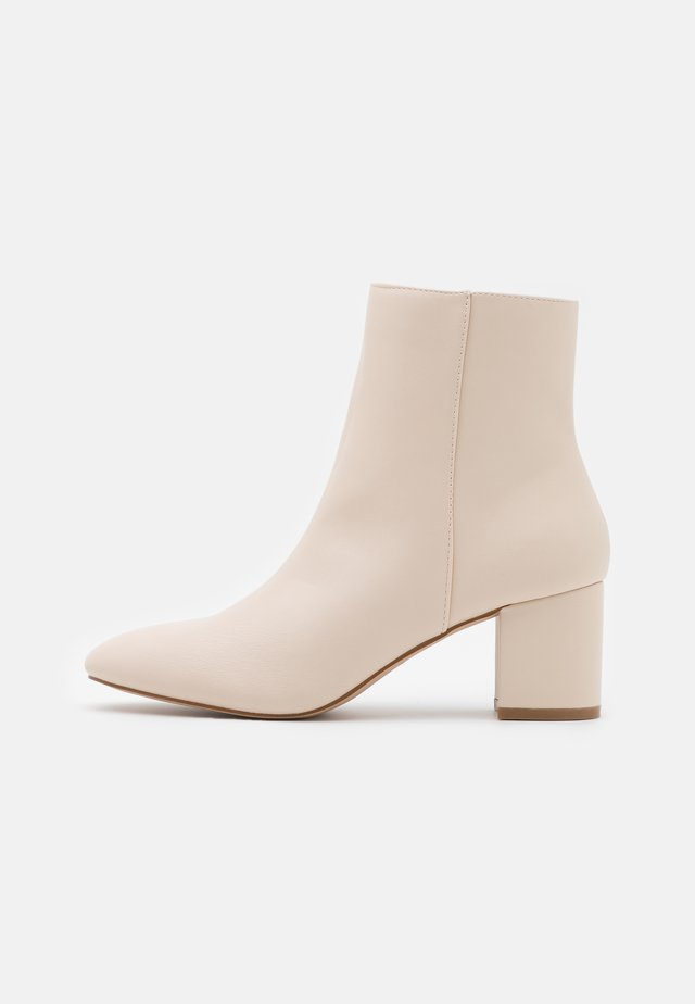 KLARA - Classic ankle boots - nude