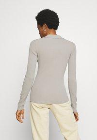 Weekday - FLAVIA - Camiseta de manga larga - light grey - 2