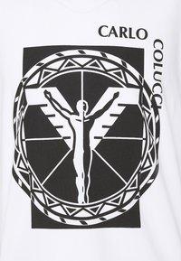 Carlo Colucci - BIG LOGO - Print T-shirt - weiss - 2