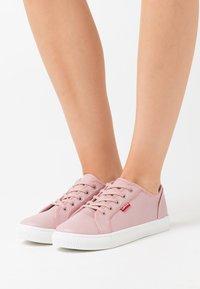 Levi's® - MALIBU BEACH  - Zapatillas - regular pink - 0