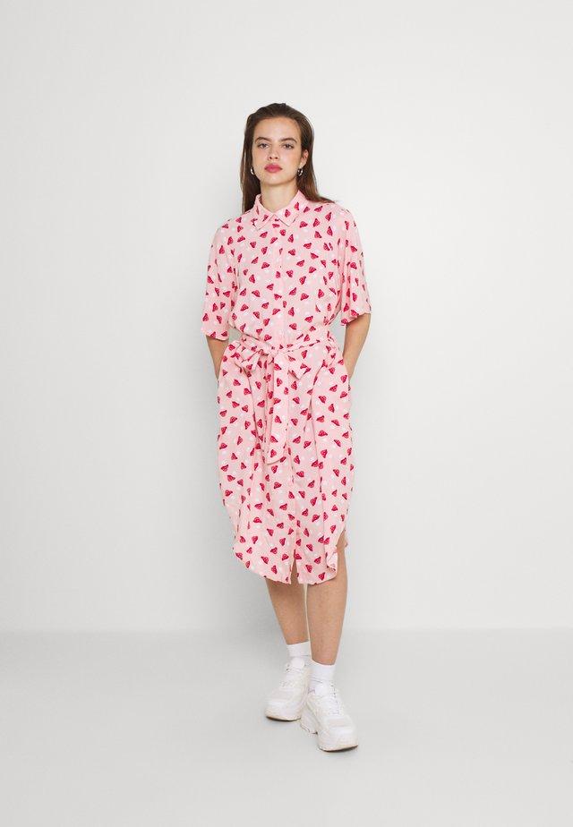 Košilové šaty - pink