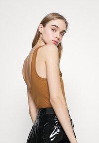 Fashion Union - AMALFI BODY - Topper - tan - 3