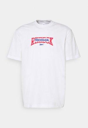 BASKETBALL TEE - T-shirts med print - white