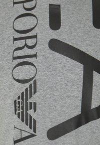 EA7 Emporio Armani - Print T-shirt - grey - 2