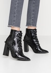 Missguided - STUDDED CROC LACE UP  - High heeled ankle boots - black - 0