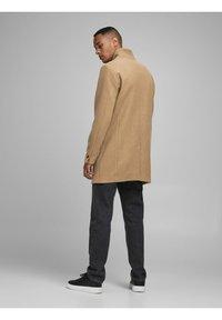 Jack & Jones - JJECOLLUM COAT  - Classic coat - khaki - 3