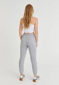 PULL&BEAR - Pantalon de survêtement - light grey - 2