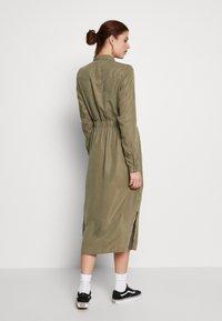 PIECES Tall - PCNOLA DRESS - Skjortekjole - deep lichen green - 2