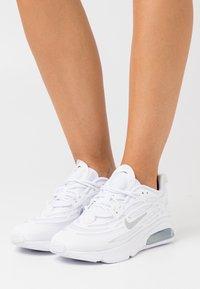 Nike Sportswear - AIR MAX EXOSENSE - Sneaker low - white/metallic silver - 0
