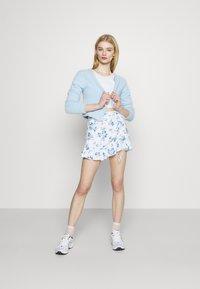 Hollister Co. - RUFFLE SKORT - Shorts - white - 1