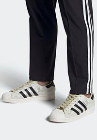 adidas Originals - SUPERSTAR SHOES - Baskets basses - white - 0