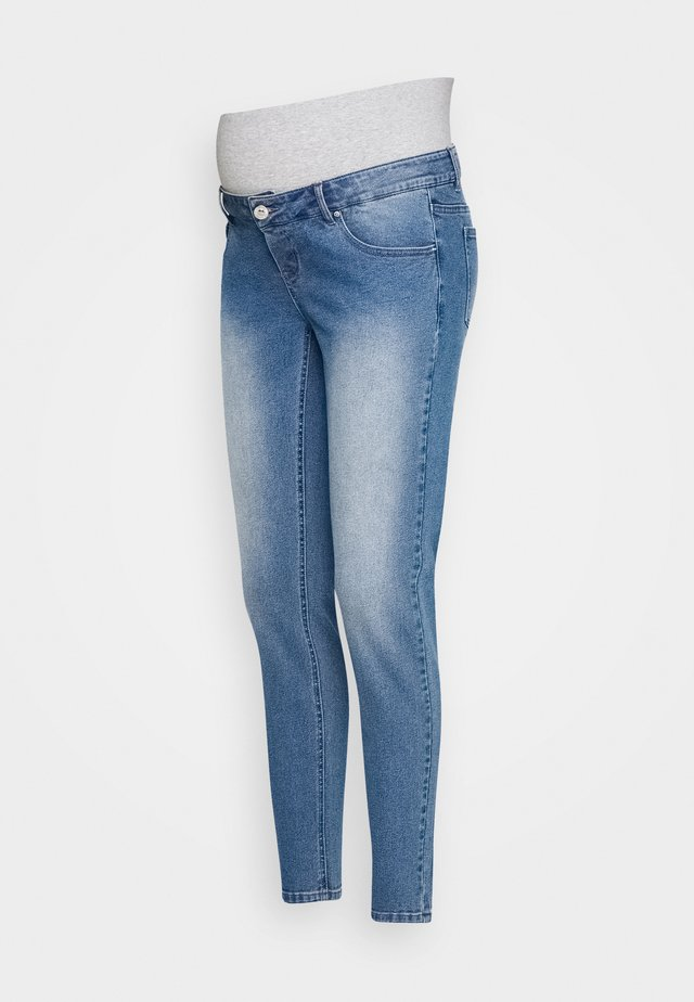 PCMKENYA MOM - Slim fit jeans - medium blue denim