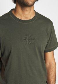 Calvin Klein Jeans - ACID WASH TEE - T-shirt basic - deep depths - 5
