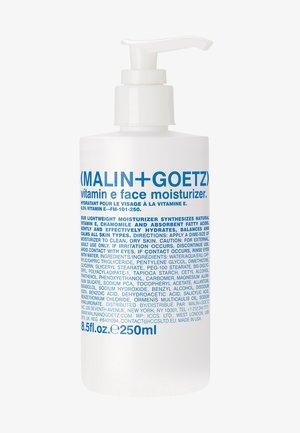 TAGESPFLEGE VITAMIN E FACE MOISTURIZER - Makeup remover - -