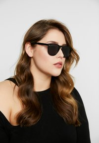 CHiMi - Sunglasses - berry black
