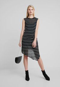 AllSaints - DUMA STRIPE DRESS - Denní šaty - black/chalk white - 2