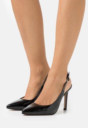 Classic heels - charol  dumas