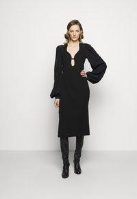 Victoria Beckham - LONG SLEEVE KEYHOLE MIDI - Koktejlové šaty/ šaty na párty - black - 1
