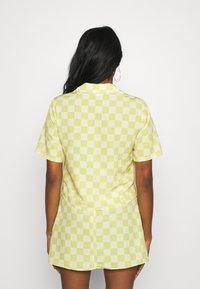 Glamorous - MAYA CROP SHIRT WITH OPEN WIDE COLLAR  - Overhemdblouse - green checkboard - 2