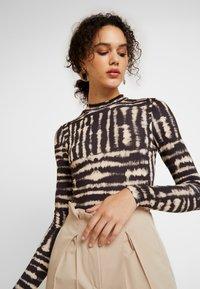 Miss Selfridge - DYE FUNNEL - Long sleeved top - multi - 3