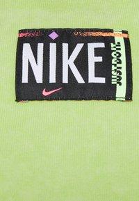 Nike Sportswear - WASH  - Top - ghost green/black - 5