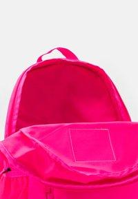 Nike Sportswear - ELEMENTAL - School set - hyper pink/viotech - 2