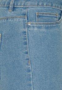 ONLY Tall - ONLSUN ANNEKMIDLONG 2 PACK - Jeansshort - light blue denim - 4
