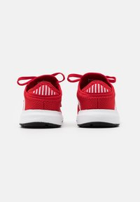 adidas Originals - SWIFT RUN UNISEX - Trainers - scarlet/footwear white/core black - 2