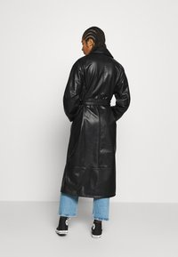 Monki - KYLIE COAT - Kappa / rock - black - 2