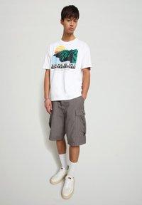 Napapijri - S-ALHOA - T-shirt med print - white graph o - 1