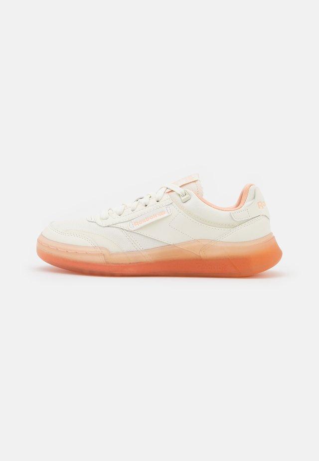 CLUB LEGACY - Tenisky - chalk/aura orange/twisted coral
