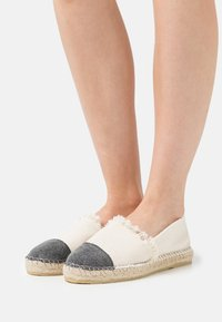 Pavement - LILA - Loafers - beige/black - 0