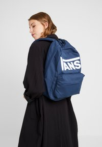 Vans - OLD SKOOL  - Rucksack - dress blues/white - 5