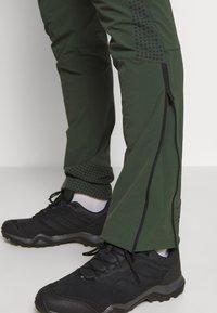 Peak Performance - LIGHT SOFTSHELL PANTS - Friluftsbyxor - drift green - 4