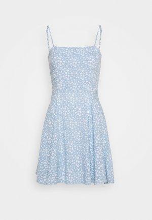 PAMELA REIF X NA-KD FLOWY MINI DRESS - Kjole - light blue