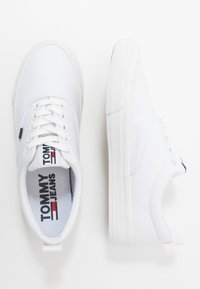 Tommy Jeans - CLASSIC  - Baskets basses - white - 3