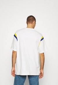 Levi's® - LEVI'S® X PEANUTS FOOTBALL TEE UNISEX - Camiseta estampada - marshmallow - 2