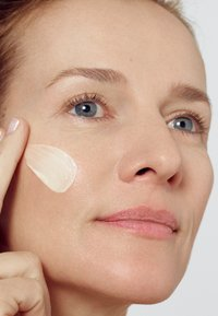 L'Oréal Paris Skin - REVITALIFT CLASSIC DAY CREAM - Face cream - - - 4