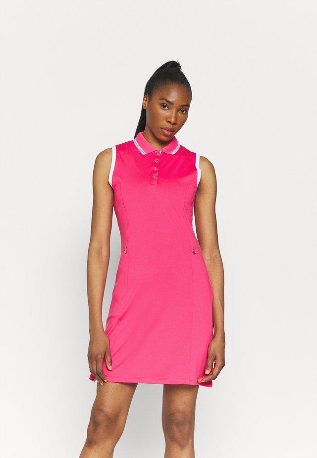 GOLF DRESS WITH TIPPING - Robe de sport - raspberry sorbet