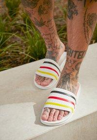 adidas Originals - ADILETTE SLIP-ON-DESIGN SHOES - Badesandaler - footwear white/yellow/core black - 7