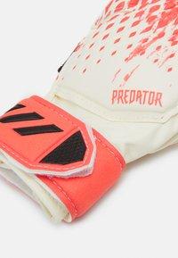 adidas Performance - PREDATOR FOOTBALL KIDS GOALKEEPER GLOVES UNISEX - Goalkeeping gloves - white/pop - 1