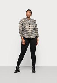 Pieces Curve - PCHIGHFIVE FLEX - Jeans Skinny Fit - black - 1