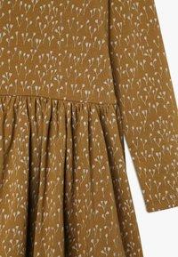 GRO - CECILIE DRESS - Vestido ligero - ochre green - 3